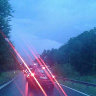 Zäher Verkehr auch auf der Abfahrt Wernberg (20:50)