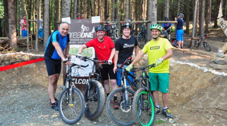 Und los gehts: Georg Overs, Geschäftsführer der Tourismusregion, Sportstadtrat DI (FH) Andreas Sucher, Radbeauftragter Andreas Holzer und Projektleiter DI (FH) Herwig Kamnig (von links).