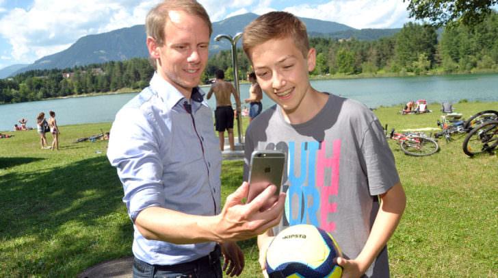 """""""Free W-LAN"""" jetzt auch am Silbersee: Stadtrat Andreas Sucher und Christian Adunka freuen sich!"""