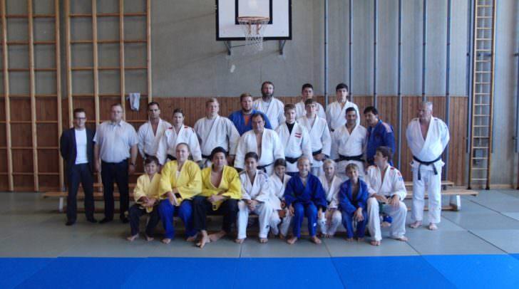 Zweimal in dieser Woche trafen sich die Elite des Steirischen Judoverbandes zu einem zweistündigen Randoritraining (Wettkampftraining). 115 Sportler in den Altersklassen U14 - Allgemeine Klasse nutzten dieses Training um sich für die Wettkämpfe im Herbst fit zu machen. Auch unsere Kärntner waren mit Eifer unter den Kämpfern.