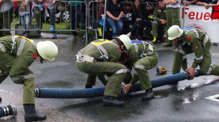 Kuppeln der Saugschläuche während dem Löschangriff