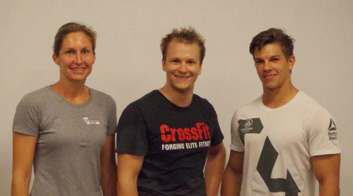 Unser Abogewinner Thomas Grafenau (Mitte) mit Trainer David Rassl und Geschäftsführerin Grete Passegger