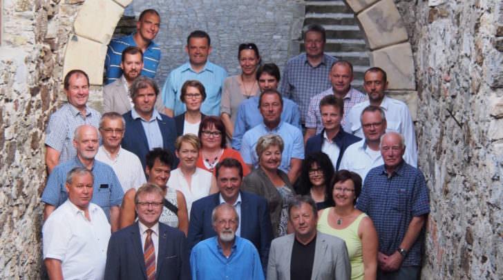 Bürgermeister Erich Kessler ehrt Herrn Bernhard Wolfsgruber für seine unermüdlichen Verdienste um die Revitalisierung der Klosterruine Arnoldstein