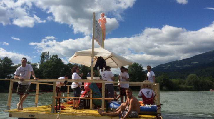 16 Flöße und Boote brachten die Teilnehmer Flussabwärts