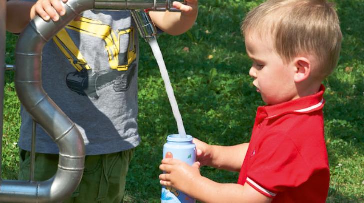 Schon die Kleinsten wissen, wie unsere Trinkbrunnen funktionieren.
