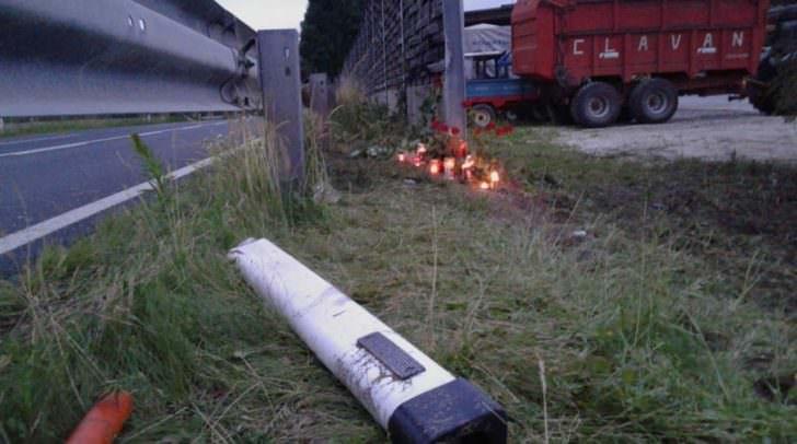 An der Unfallstelle leuchten bereits viele Kerzen für den jungen Villacher