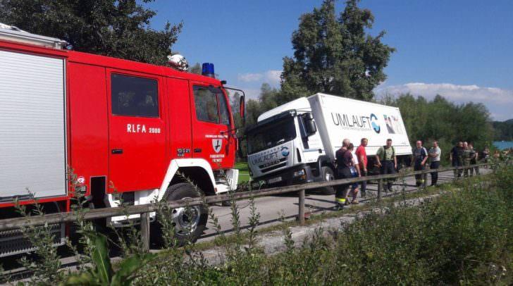 Die Feuerwehr konnte den LKW bergen