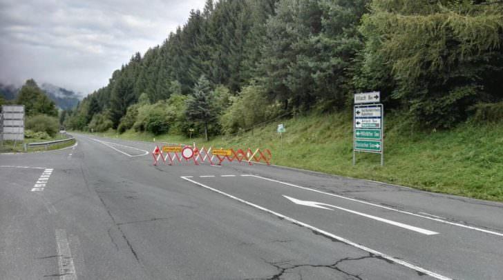 Um ca. 9 Uhr ist die Millstätter Straße weiterhin komplett gesperrt.