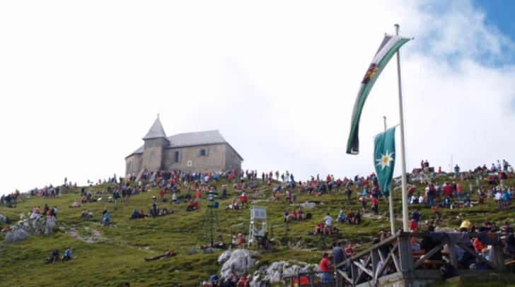 Der Dobratsch-Kirchtag, hoch oben auf den sonnenreichen Gipfelhängen unseres Naturparks, ist ein richtiger Publikumsmagnet!