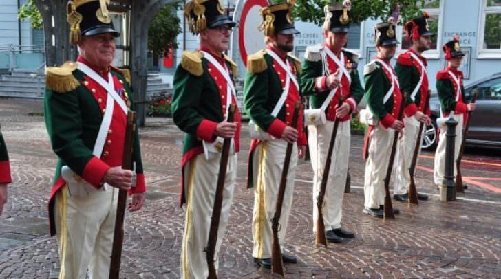 Auch heute werden originalgetreue Uniformen getragen