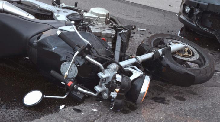 Am Motorrad und am PKW entstand durch den Unfall Totalschaden.