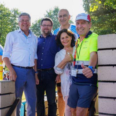 Faaker See Panaceo: (v.l.n.r.) LH Peter Kaiser mit Vzbgm. Peter Salbrechter, Georg Overs (Tourismusverband Faak), GR Christine Sitter und Organisator Gerhard Domiuschigg