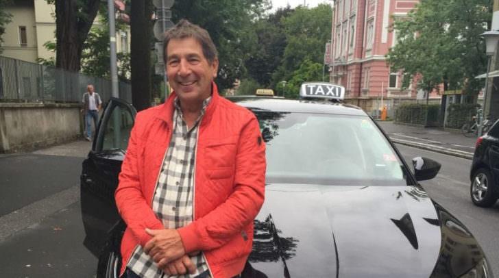Jedes Taxi darf Fahrgäste dort aufnehmen, wo sich der Hauptsitz befindet