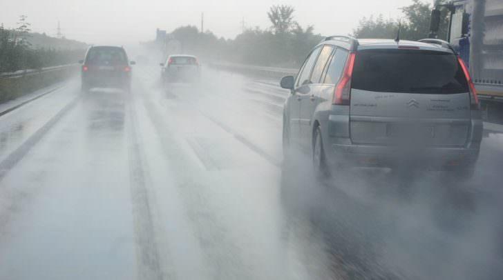 Aquaplaning, Auto, Autobahn, Regen