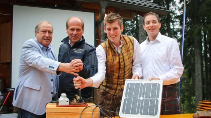 (v.l.n.r.): Landesrat Rolf Holub, Bürgermeister Christian Poglitsch, Matthias Nadrag und Michael Jaindl (Kärnten Solar)