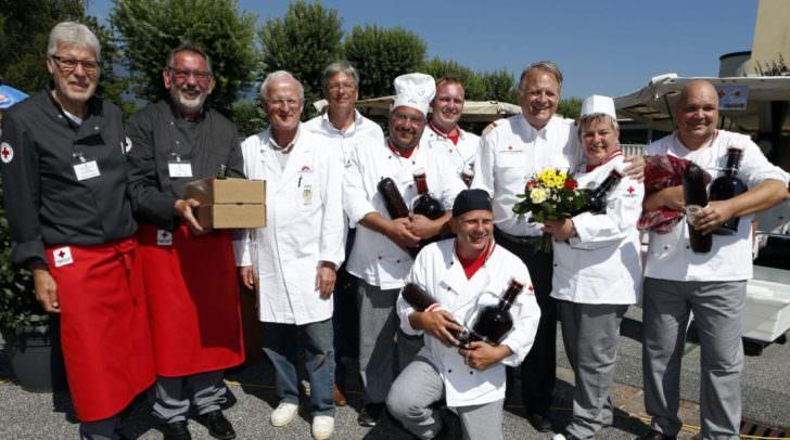 Dietmar Neubacher, Sigi Truppe, LH Peter Kaiser, Peter Ambrozy mit den Siegern des Feldkuechenwettbewerbes.