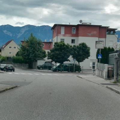 Die breite Treffner-Straße...