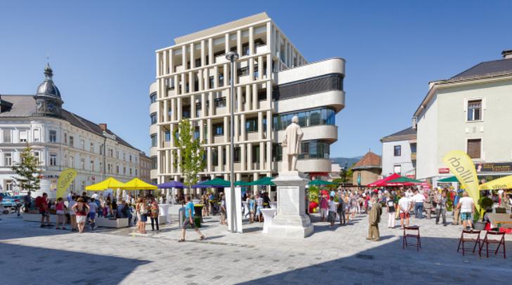 Moderne Begegnungszone, urbaner Treffpunkt, Verkehrsknotenpunkt, Veranstaltungsplattform, Spielplatz und vieles mehr: Der neue Hans-Gasser-Platz bringt noch mehr Qualität in unsere Altstadt.