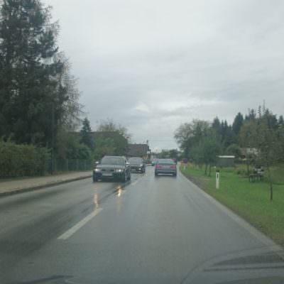 Die Rosegger Straße ist Richtung Tankstelle nur zäh befahrbar.