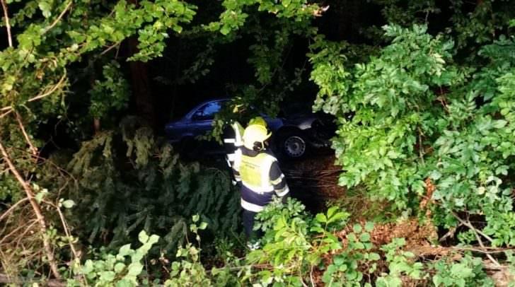Dieser Wagen musste heute in den frühen Morgenstunden geborgen werden. Der 18-jährige Fahrer kam von der Straße ab.