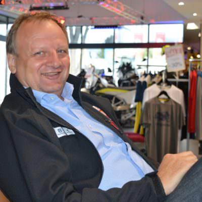 Chef Harald Mesaric, selbst begeisterter Motorradfahrer, will Sicherheit, Qualität und Funktionalität im Bereich der Motorradausstattung.