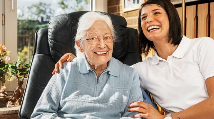 pflege alt  senioren Nurse caring for elderly person