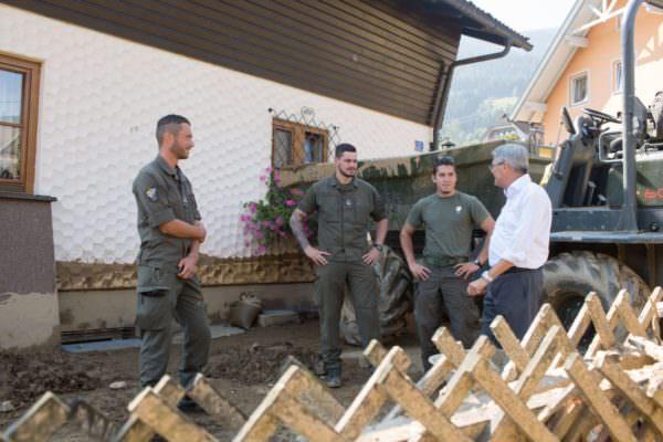 LH Kaiser bedankt sich bei den Helfern des Bundesheeres;