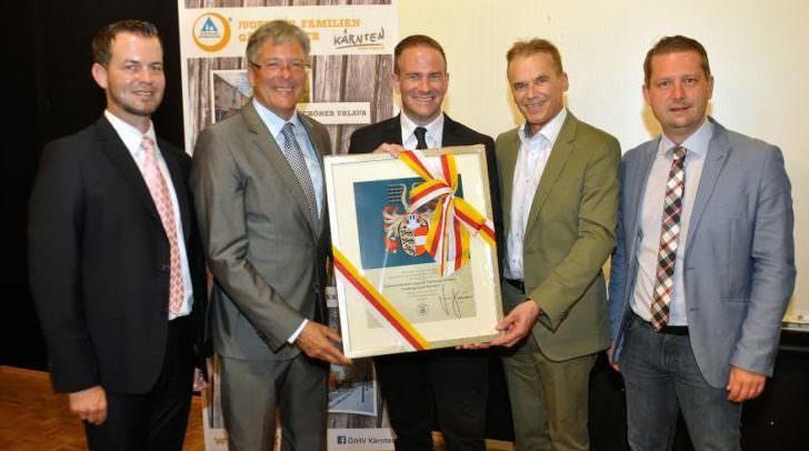 LH Peter Kaiser überreichte Landeswappen an Jugend-Herbergsverband Kärnten