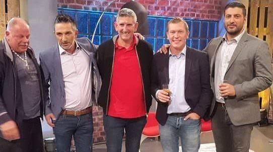 Boby Bobner (ganz links) und Gerald Taferner (Mitte) mit dem RTL II Trödeltrupp-Team