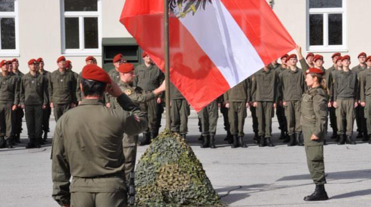 flaggenparade-am-beginn-des-festaktes