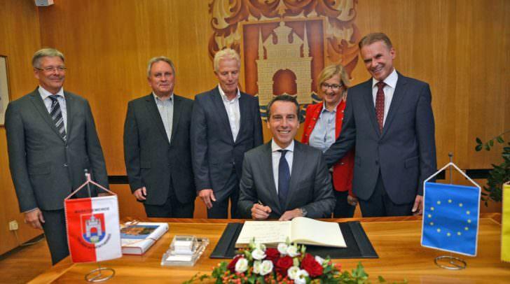 Velden Besuch des Bundeskanzler Christian Kern, LH Peter Kaiser in der Gemeinde Velden beim Bgm Ferdinad Vouk der seinen 59. Geburtstag feierte.