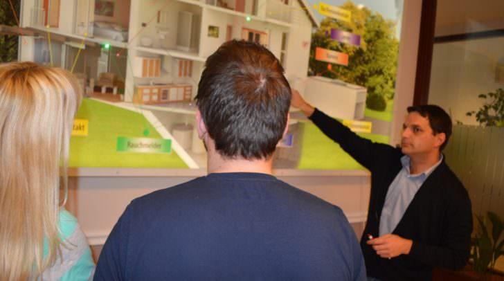 Wo liegen die Schwachpunkte beim Eigenheim wenn es um Einbrecher geht? Roland Hirzberger von ZEUS Sicherheitstechnik kennt die Zonen rund um das Eigenheim die es zu schützen gilt.