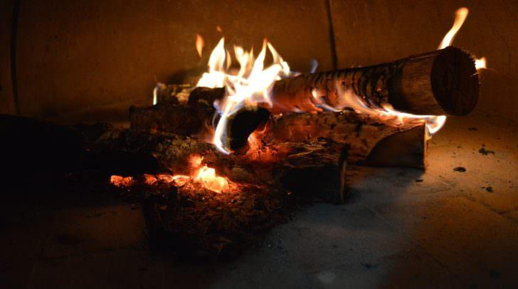 Durch das Entflammen des Harzes entstand zwar eine Stichflamme und eine starke Rauchentwicklung, verletzt wurde jedoch niemand.