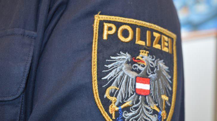 Die Polizei fahndet nach dem bisher unbekannten Täter.