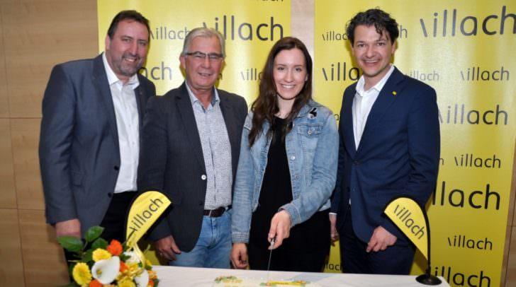 Eine Torte für die Weltmeisterin: Von links Stadtrat Erwin Baumann, Sportreferent Stadtrat Harald Sobe, Daniela Ulbing und Stadtrat Mag. Peter Weidinger.