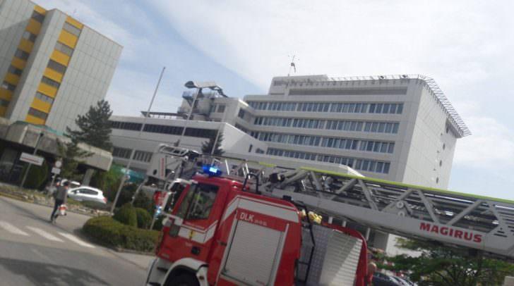 Vier Fahrzeuge der Hauptfeuerwache Villach rückten heute zum LKH aus