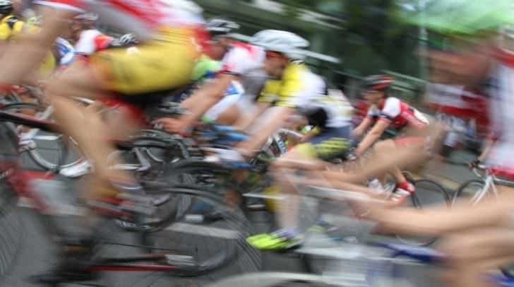 Das mehrere tausend Euro werte Rennrad wurde vor dem Strandbad Klagenfurt abgestellt und mit drei Schlössern gesichert.