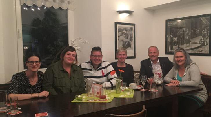 """Ein kleines Dankeschön und eine Wertschätzung von GR Christian Puschan an die """"animal amigos""""für ihre Arbeit rund um die Amphibien-Wanderung am Aichwaldsee. Das gemütliche Zusammentreffen im Markt Café in Gödersdorf wurde mit einem perfekten Essen abgerundet."""