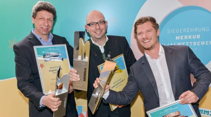 """MERKUR Vorstand und die glücklichen Gewinner der Kategorie """"Gesamtsieger Österreich"""""""