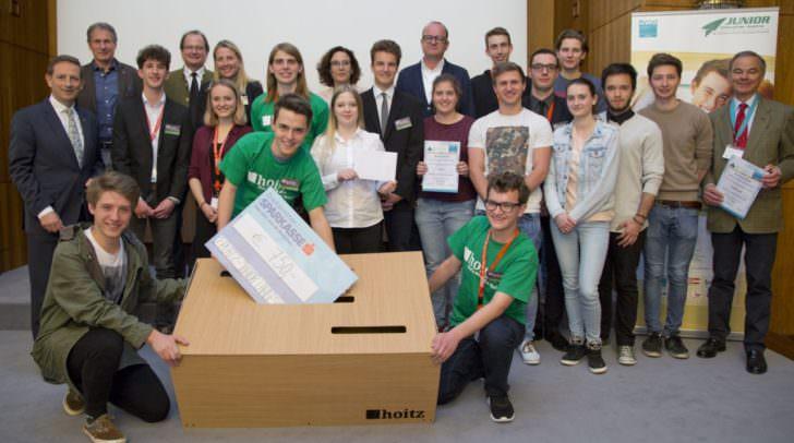 Setzten auf Holz und lagen damit genau richtig: Hoitz von der HTBLuVA Villach belegten mit ihren Designer-Sparbüchsen den zweiten Platz und holten sich 750 Euro.