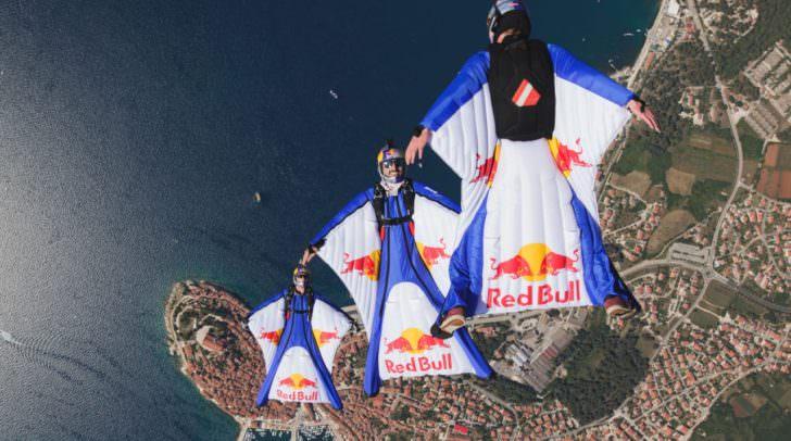 Das weltberühmte Red Bull Sky Dive-Team wird auch dabei sein
