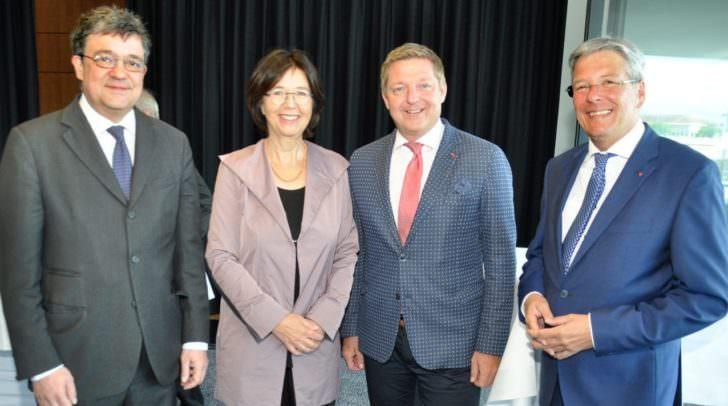 v.li.: Botschafter Florian Raunig; Präsidentin Christine Muttonen;Bürgermeister Günther Albel und LH Peter Kaiser;