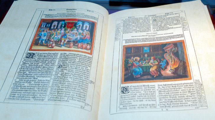 Historische Bibel aus der Zeit Luthers.