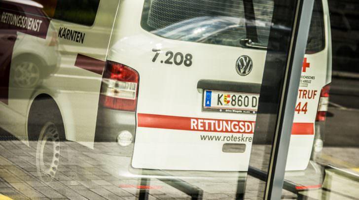 Der Klagenfurter musste mit der Rettung in das Klinikum Klagenfurt eingeliefert werden.