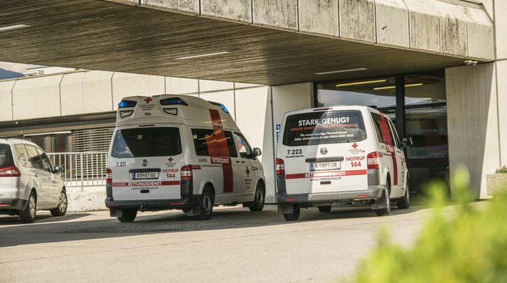 Beide verunfallten Personen mussten von der Rettung in das LKH Villach eingeliefert werden.