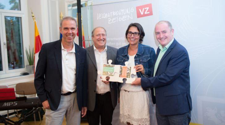 LR Rolf Holub mit den Projektpartnern