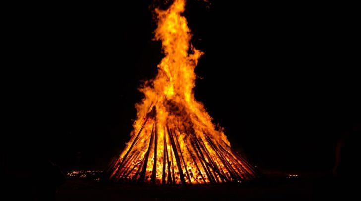 Normalerweise wird die Sommersonnenwende mit einem Brauchtumsfeuer gefeiert.