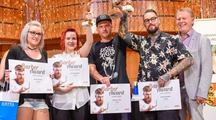 Hier sind Bärte und Männerhaare in besten Händen: Nina Gartner, Juliane Poier und Michael Tews und Jürgen Niederl