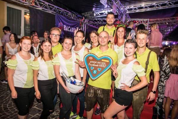 Auch heuer wieder direkt am Kirchtagsgelände: Das V-Club Team am Kaiser Josef Platz!