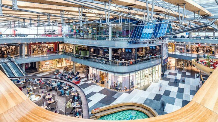 Nach der Ausstellung kannst du im Atrio deiner Shoppinglust nachgehen oder dich in den Gastronomiebetrieben verwöhnen lassen.